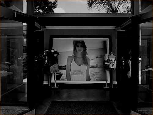 at H&M Store Colorado Blvd Pasadena, CA