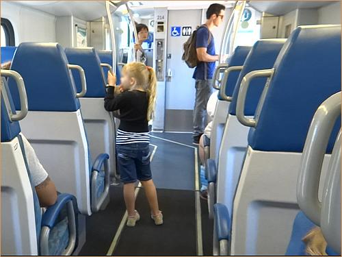 カリフォルニア日帰り列車の旅 メトロリンクの車内