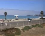 オーシャンサイドビーチへ向かうメトロリンク列車の車窓からみえるライフガード