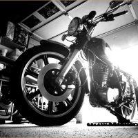 【YAMAHA SR400 & SR500 モノクロームフォト】週末のガレージで過ごすSRタイム